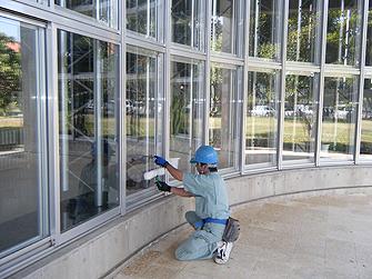 ガラス清掃・洗浄の様子