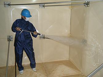 飲料水貯水槽清掃の様子