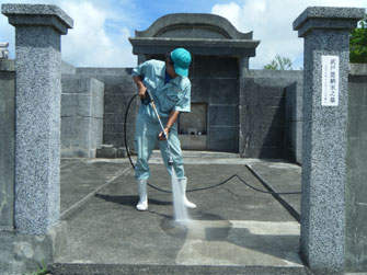 高圧水洗浄清掃の様子