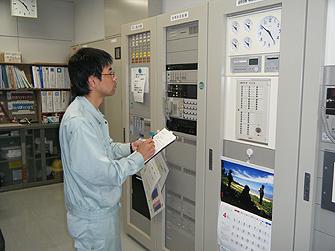 中央監視・給排水衛生設備管理・電気設備管理の様子